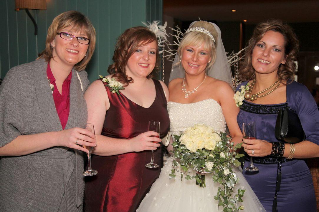 Welche Braut trägt das schönste Kleid? Wer hat die leckerste Hochzeitstorte? Welches Paar hat die ergreifendste Hochzeitszeremonie? Vier Bräute t... - Bildquelle: ITV Studios Limited 2010