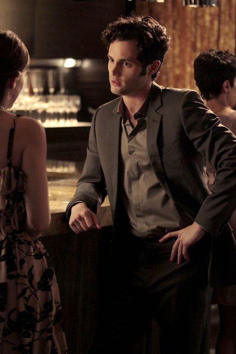 Blair (Leighton Meester, l.) ist gelassen und genießt ihre Freundschaft mit Dan (Penn Badgley, r.), auch wenn sie diese noch geheim halten will ... - Bildquelle: Warner Bros. Television
