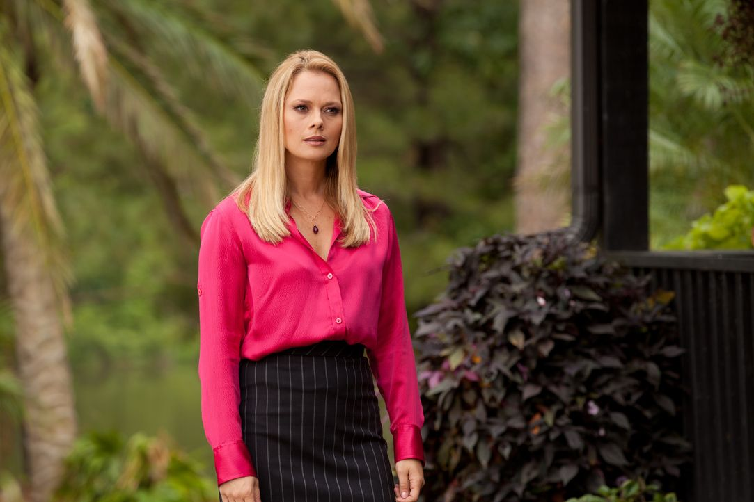 Kim (Kate Levering) erfährt die eigentlichen Absichten ihrer Klienten. Sie ist schockiert ... - Bildquelle: 2011 Sony Pictures Television Inc. All Rights Reserved.
