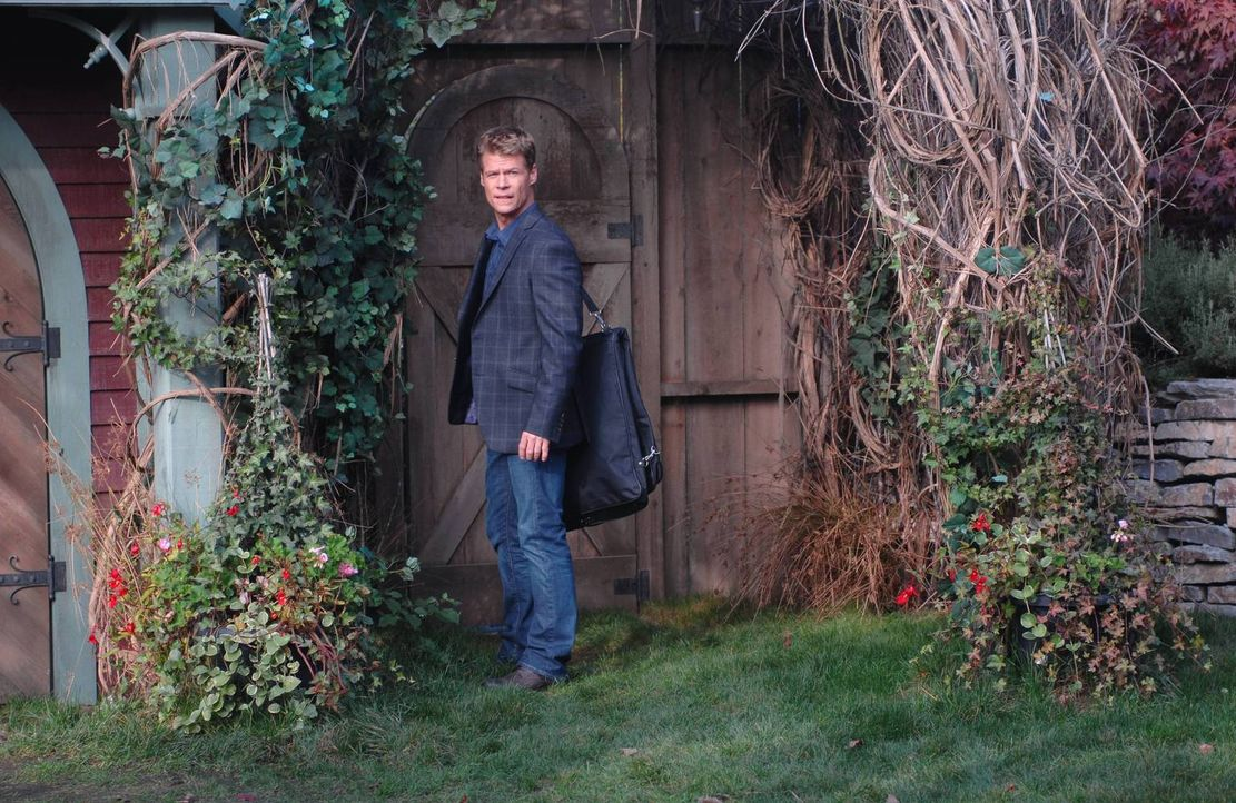 Kann Victor (Joel Gretsch) seinen Töchtern die Augen öffnen und sie so vor Schlimmerem bewahren? - Bildquelle: 2013 Lifetime Entertainment Services, LLC. All rights reserved.