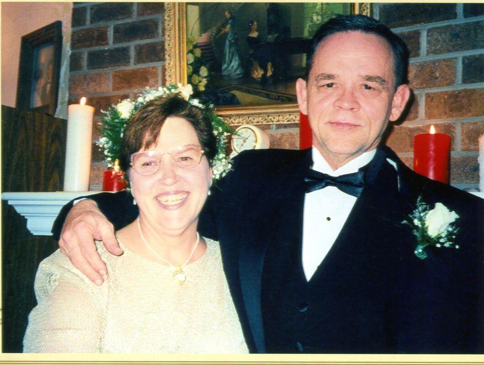 Reggie (l.) und Carol (r.) Sumner waren für Tiffany Cole eine Art Großeltern-Ersatz, doch als der Freund der jungen Frau, Michael Jackson, entdeckt,... - Bildquelle: 2013 NBCUniversal ALL RIGHTS RESERVED.