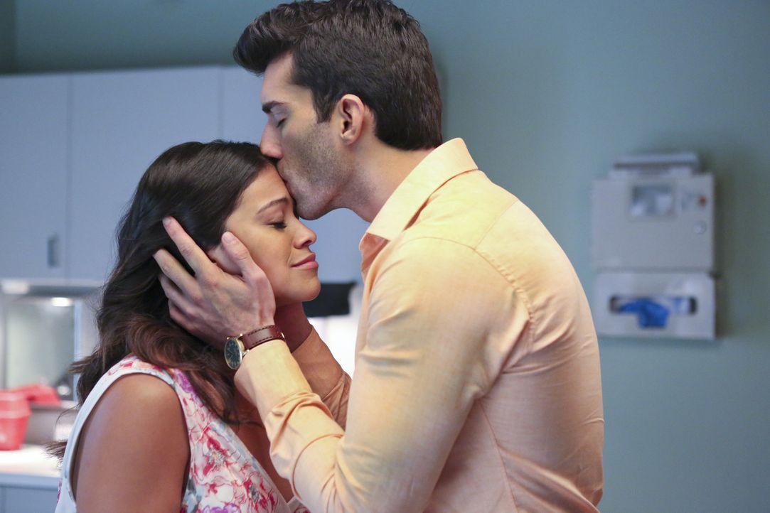 Sind gespannt, welches Geschlecht ihr Baby haben wird: Jane (Gina Rodriguez, l.) und Rafael (Justin Baldoni, r.) ... - Bildquelle: 2014 The CW Network, LLC. All rights reserved.