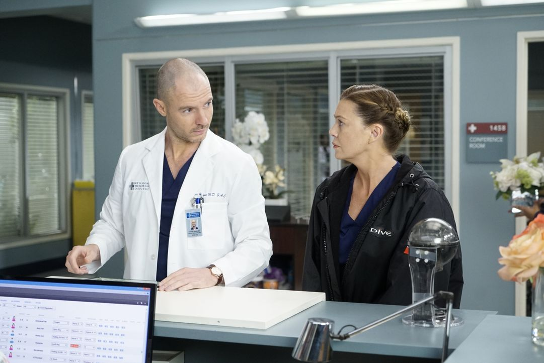 Dr. Cormac Hayes (Richard Flood, l.); Dr. Meredith Grey (Ellen Pompeo, r.) - Bildquelle: Kelsey McNeal 2020 American Broadcasting Companies, Inc. All rights reserved. / Kelsey McNeal