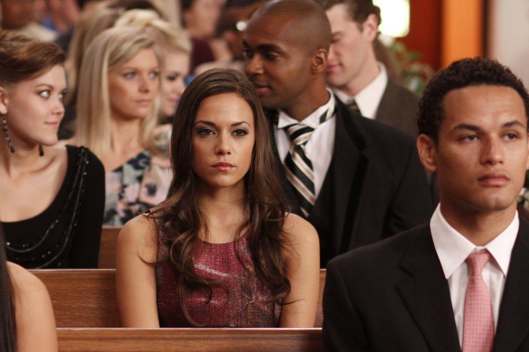 Kurz vor der Hochzeit kommen Alex (Jana Kramer, M.) Zweifel, ob sie wirklich bei der Trauung auftauchen soll ... - Bildquelle: Warner Bros. Pictures