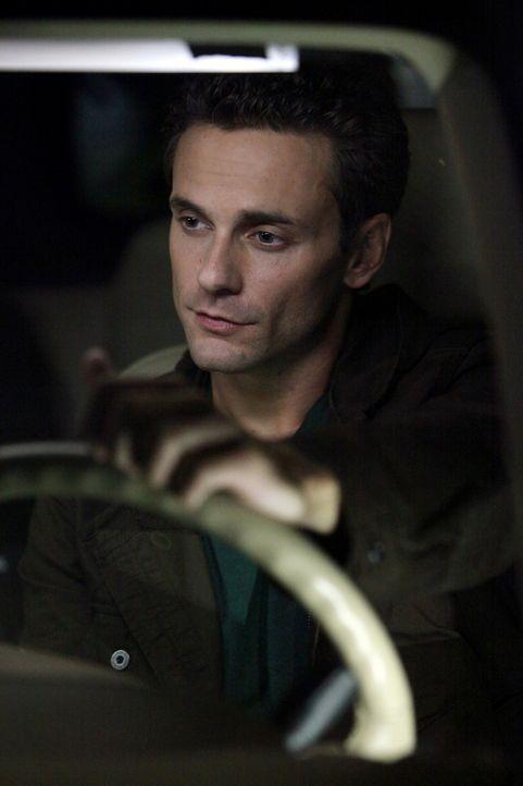 Logan (Chris J. Johnson) will sich bei Sheriff Forbes dafür rächen, dass sie ihn nach Damons Vampirangriff begraben hatte und bietet ihrer Tochter C... - Bildquelle: Warner Brothers