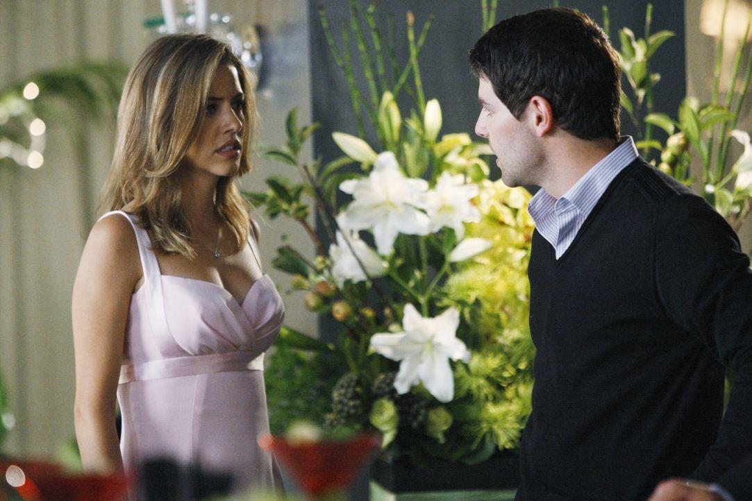 In einer seiner Visionen sieht Eli, dass Scott (David Giuntoli, r.) seiner Verlobten (Julie Gonzalo, l.) untreu ist. Soll er die bevorstehende Hochz... - Bildquelle: Disney - ABC International Television