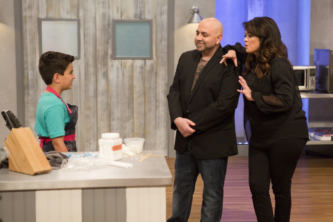 "Einen Kuchen zum Thema ""Spring Break""? Duff Goldman (M.) und Valerie Bertinelli (r.) sind gespannt, wie sich Matthew (l.) bei dieser Challenge schla... - Bildquelle: Adam Rose 2015, Television Food Network, G.P.  All Rights Reserved."