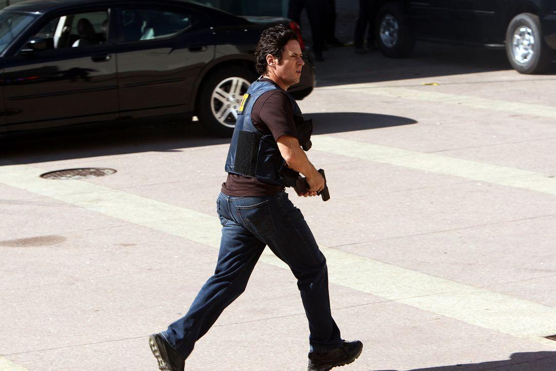 Ein Überfall auf eine Diamantenbörse entwickelt sich zu einer Geiselnahme. Da die Täter zuvor einen Bus entführt haben und 16 Millionen Dollar Löseg... - Bildquelle: Paramount Network Television