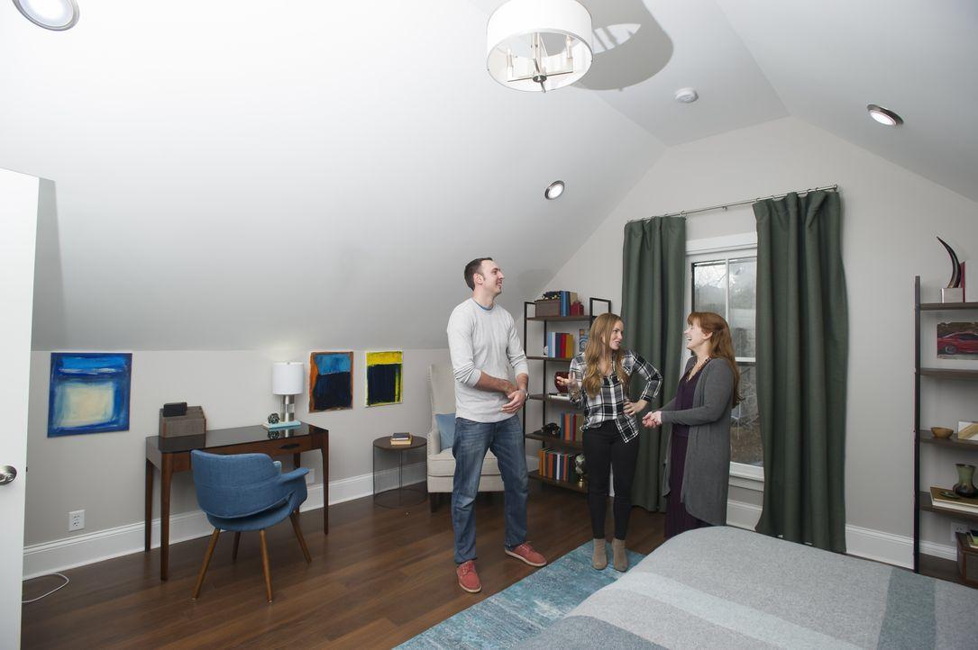 Meistern Mina (M.) und Karen (r.) diesen besonderen Härtefall? Als die beiden Andys (l.) Auftrag, seine Doppelhaushälfte zu renovieren, annehmen, le... - Bildquelle: Mary Ann Carter 2017,HGTV/Scripps Networks, LLC. All Rights Reserved