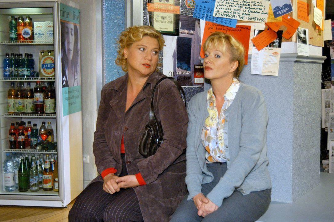 Agnes (Susanne Szell, l.) besucht Helga (Ulrike Mai, r.) und will sich endlich mit ihr wieder versöhnen. - Bildquelle: Noreen Flynn SAT.1 / Noreen Flynn