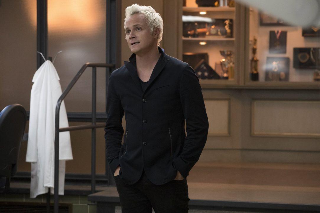 Das Zusammentreffen von Blaine (David Anders) und seinem Vater verläuft alles andere als schön, aber ruft es auch alte Erinnerungen wach ... - Bildquelle: 2017 Warner Brothers