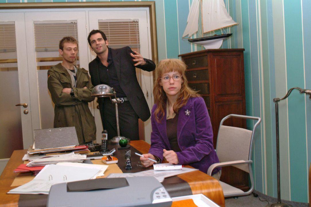 Lisa (Alexandra Neldel, r.) befürchtet, dass Jürgen (Oliver Bokern, l.) und David (Mathis Künzler, M.) sich immer mehr in ihre Wut auf Richard reins... - Bildquelle: Monika Schürle SAT.1 / Monika Schürle