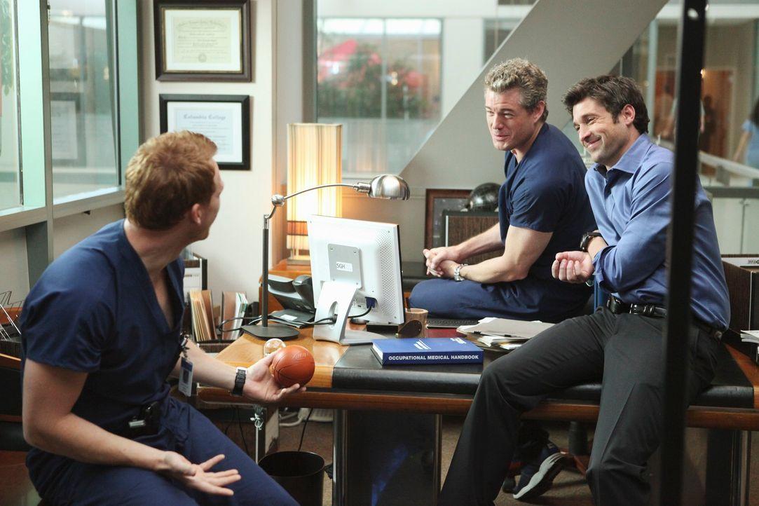 Haben so ihre beruflichen, wie privaten Probleme: Derek (Patrick Dempsey, r.), Mark (Eric Dane, M.) und Owen (Kevin McKidd, l.) ... - Bildquelle: Touchstone Television