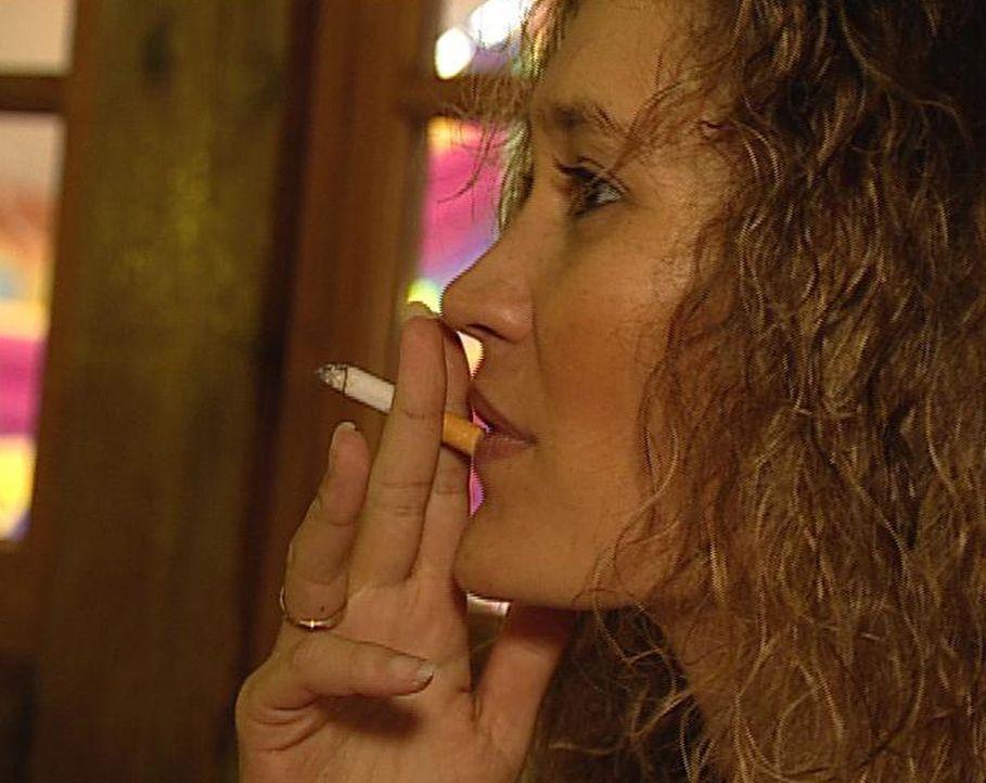 Manuela hat sich fest vorgenommen, mit dem Rauchen aufzuhören - ihren Kindern zuliebe. - Bildquelle: ProSieben