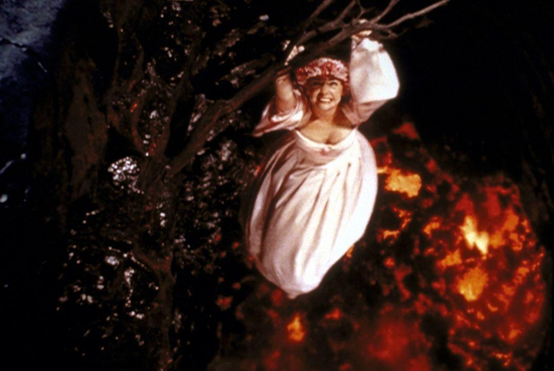 Die Lösung des Familiengeheimnisses bringt Sabrina (Melissa Joan Hart) auf Hawaii in eine brenzlige Situation: Sie hängt über dem Krater eines Vu... - Bildquelle: Paramount Pictures