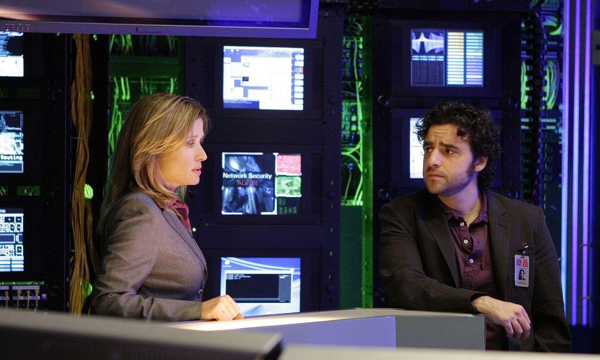 Jane Karellen (Nancy Travis, l.), die Chefin von DARPA, lässt Don in die Bücher blicken, nachdem Charlie (David Krumholtz, r.) ihr bewiesen hat, das... - Bildquelle: Paramount Network Television
