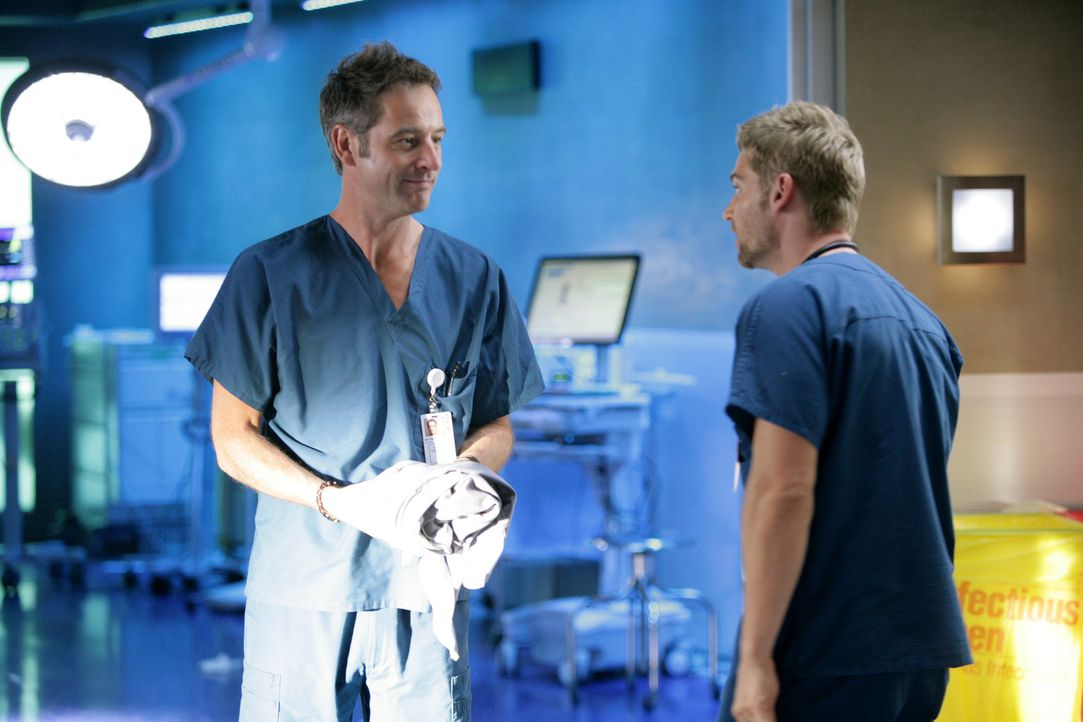 Dr. Proctor (Jeremy Northam, l.) muss diesmal Dr. DeLeos (Mike Vogel, r.) Eskapaden ausbaden ... - Bildquelle: Warner Brothers