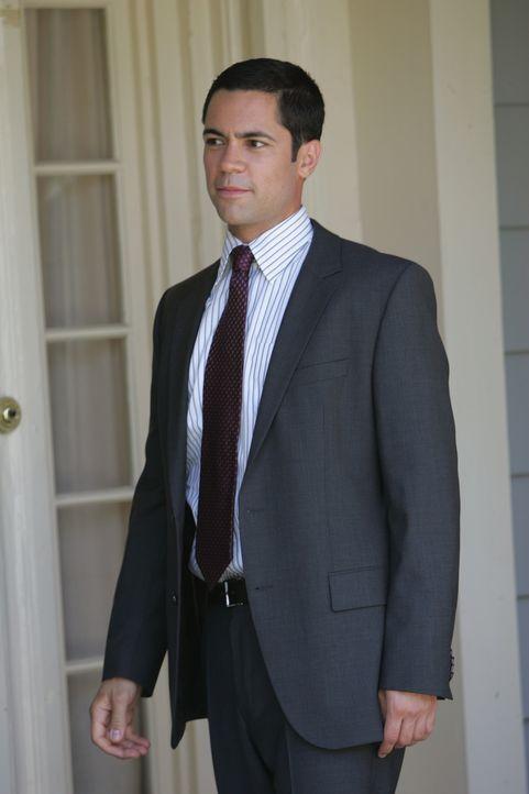 Bringt Licht ins Dunkle: Scott (Danny Pino) ... - Bildquelle: Warner Bros. Television