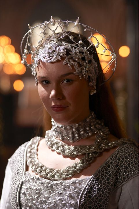 Die neue Königin von England: Anna von Klewe (Joss Stone) ... - Bildquelle: 2009 TM Productions Limited/PA Tudors Inc. An Ireland-Canada Co-Production. All Rights Reserved.