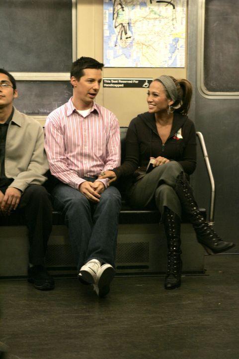 Nachdem Jack (Sean Hayes, l.) La Lopez (Jennifer Lopez, r.) einen Song von Karen unterjubeln wollte, wird er von ihr als Tänzer gefeuert ... - Bildquelle: Chris Haston 2003 NBC, Inc. All rights reserved.