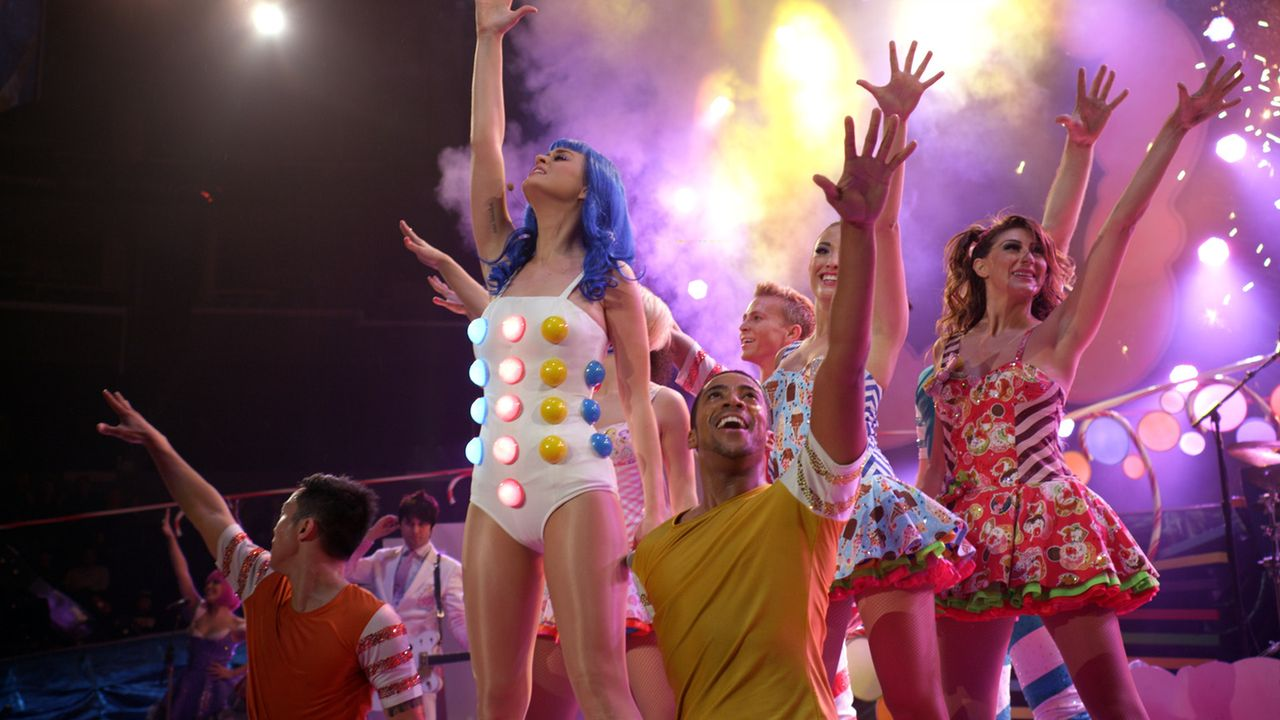 Ihre Bühnenshows sind spektakulär: Katy Perry (2.v.l.) ... - Bildquelle: 2012 Paramount Pictures. All Rights Reserved.