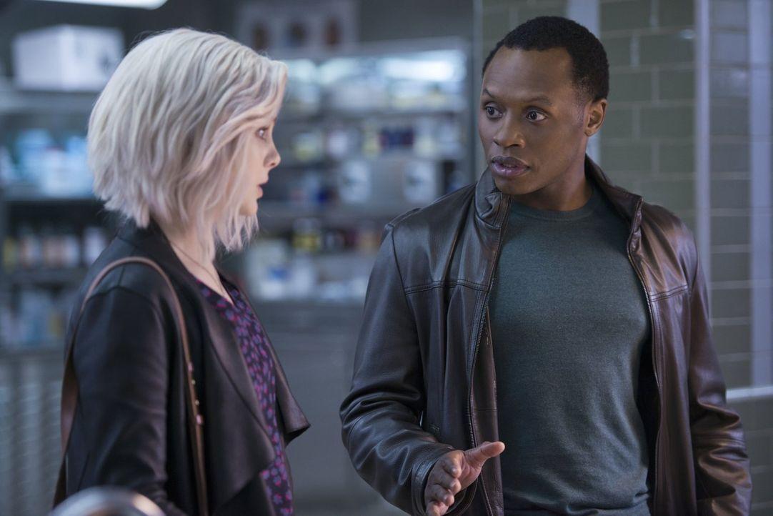Liv (Rose McIver, l.) und Clive (Malcolm Goodwin, r.) müssen den Mord an einer Wissenschaftlerin untersuchen, deren frühere Arbeitsstelle den Fall ä... - Bildquelle: 2014 Warner Brothers
