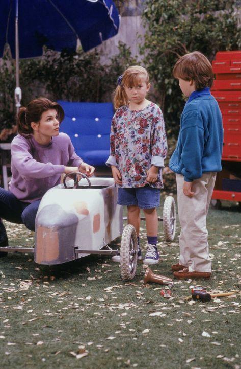 Michelle (Mary-Kate/Ashley Olsen, M.) will allen und vor allem Kenny (Evan Bonifant, r.) beweisen, dass auch Mädchen bei einem Seifenkistenrennen ei... - Bildquelle: Warner Brothers Inc.