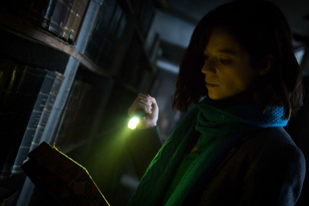 In einem verlassenen Gebäude macht Adèle (Juliette Roudet) eine unheimliche Entdeckung, die bei ihr alte Wunden aufreißt ... - Bildquelle: Eloïse Legay 2016 BEAUBOURG AUDIOVISUEL / Eloïse Legay