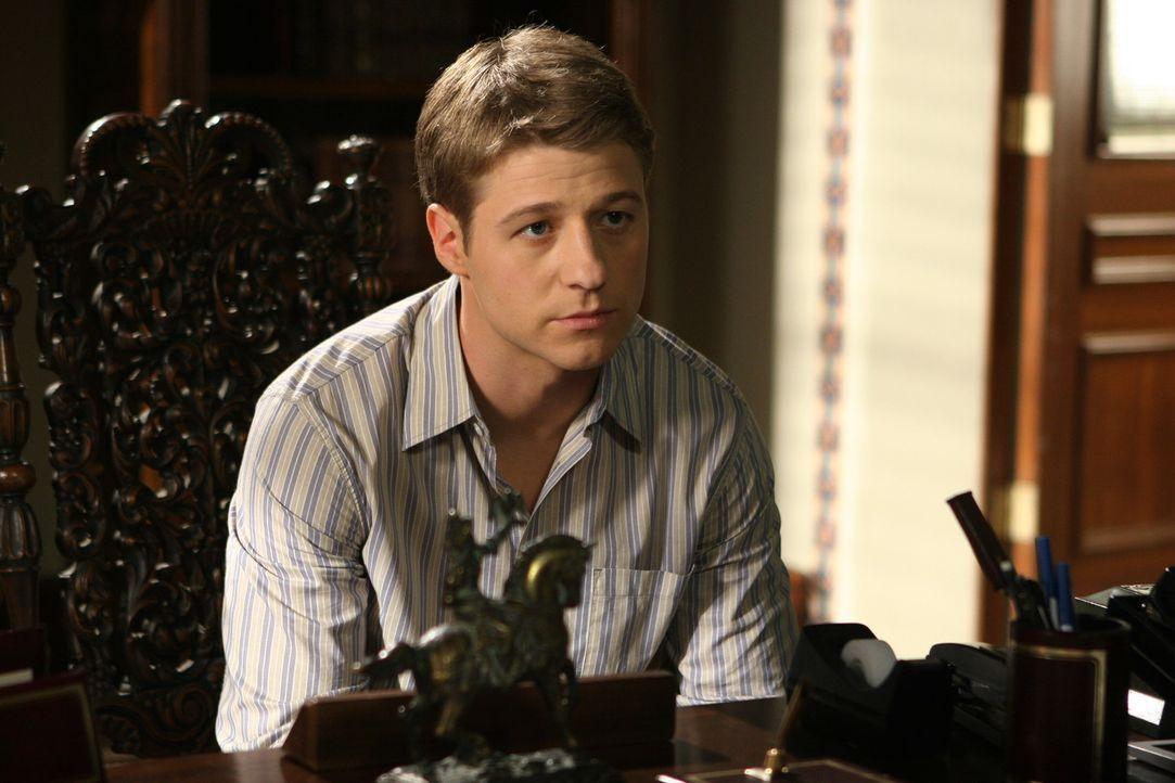 Ryan (Benjamin McKenzie) gibt sich alle Mühe um die Suspendierung von Marissa zu verhindern ... - Bildquelle: Warner Bros. Television