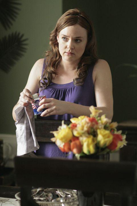 Auch Lori (April Matson) hat alle Hände voll zu tun, damit der Schwindel nicht auffliegt ... - Bildquelle: TOUCHSTONE TELEVISION