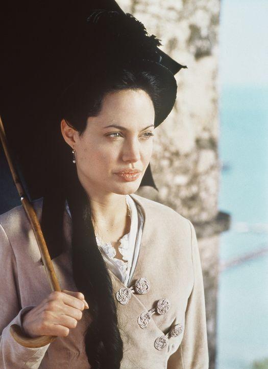 Ohne Julia Russell (Angelina Jolie) je gesehen zu haben, verlobt Luis Antonio Varags sich mit ihr ... - Bildquelle: Metro-Goldwyn-Mayer Distributing Corporation