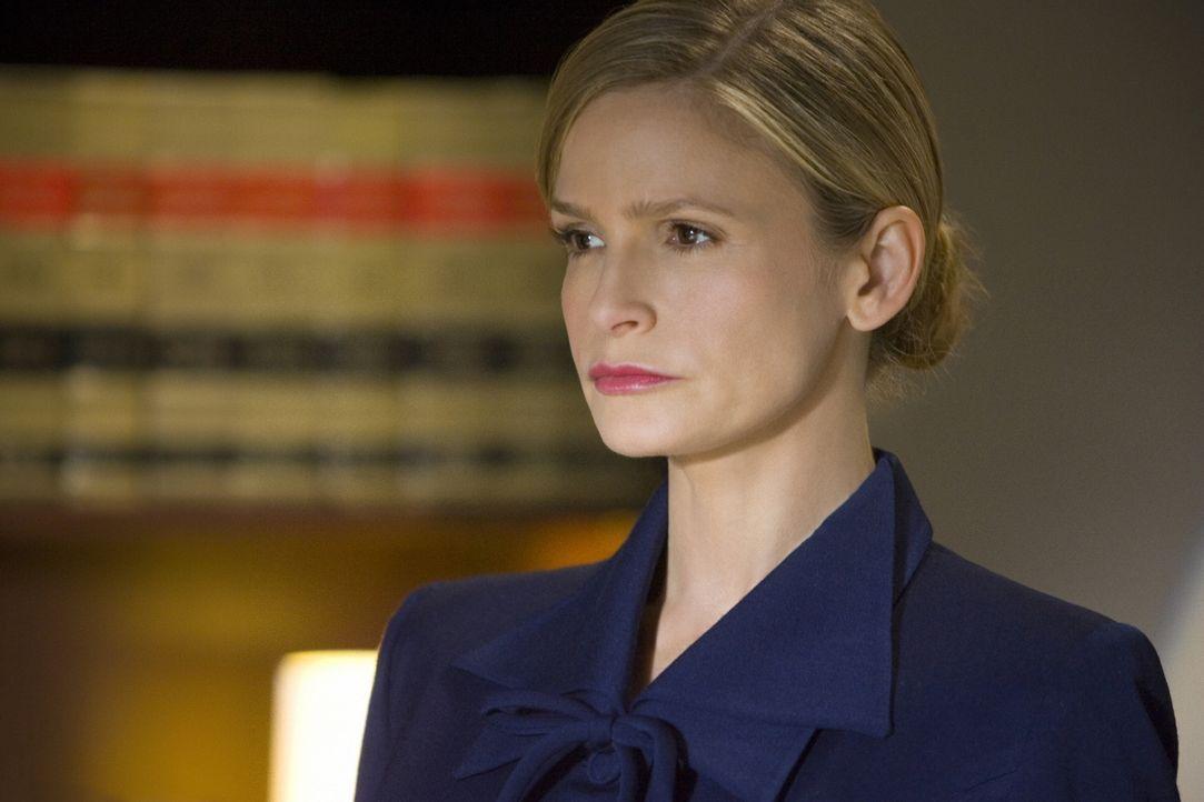 Als Brenda (Kyra Sedgwick) sich von ihrem Chef und altem Freund dazu überreden lässt, für ihn vor Gericht auszusagen, ahnt sie noch nicht, wie tief... - Bildquelle: Warner Brothers