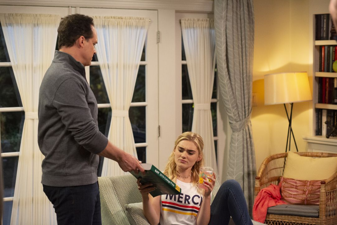 Greg (Diedrich Bader, l.); Taylor (Meg Donnelly, r.) - Bildquelle: Michael Ansell 2018 American Broadcasting Companies, Inc. All rights reserved. / Michael Ansell