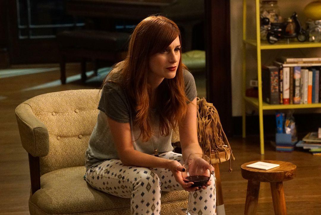 Gretchen (Aya Cash) beginnt ein Paar aus ihrer Nachbarschaft zu beobachten und ist sich sicher, dass diese beiden eine perfekte Beziehung führen und... - Bildquelle: 2015 Fox and its related entities.  All rights reserved.