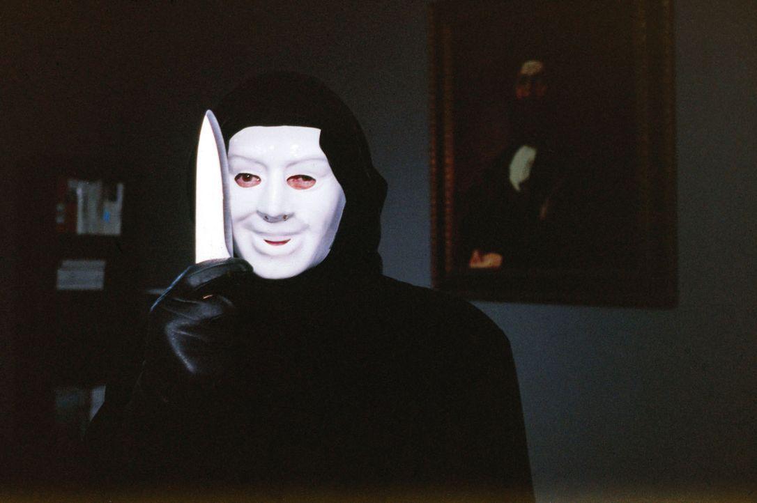 Wer verbirgt sich hinter dem Maskenmann? - Bildquelle: Sat.1