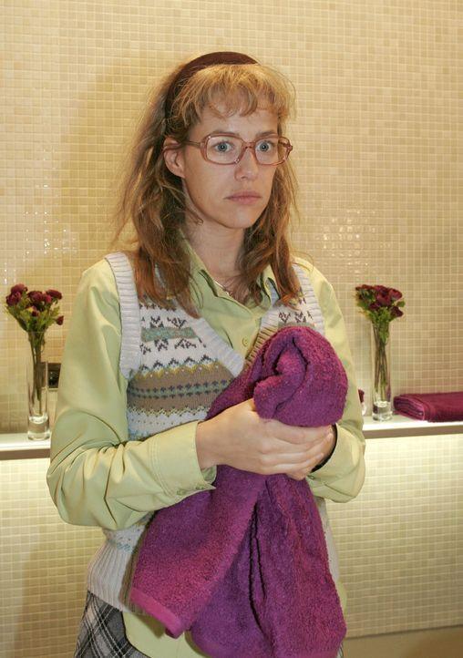 Nachdem das Supermodel Magdalena den Waschraum verlassen hat, wird Lisa (Alexandra Neldel) wieder einmal bewusst, dass sie nie einen Platz in der We... - Bildquelle: Noreen Flynn SAT.1 / Noreen Flynn