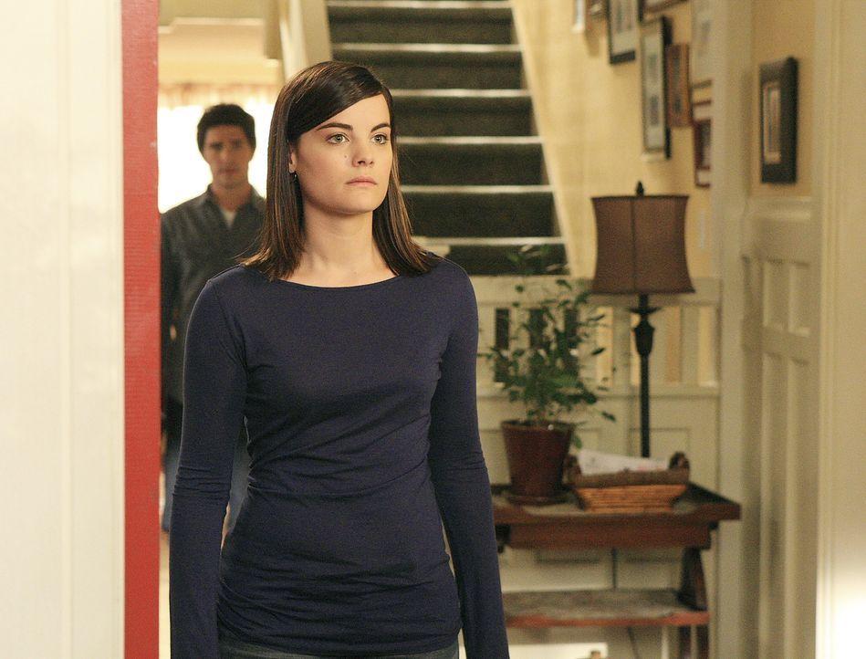 Jessi (Jaimie Alexander, vorne) ist noch immer stark abhängig von Taylor und ahnt nicht, wie gefährlich das für sie ist ... - Bildquelle: TOUCHSTONE TELEVISION
