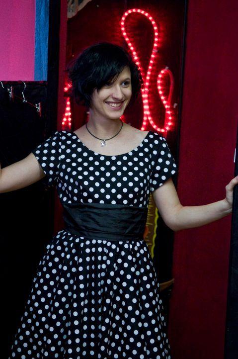 Daniela, die eigentlich mehr den Gothic-Stil mag, präsentiert sich in einem Kleid, das die Kandidaten für sie ausgesucht haben. Wird dies das Outfit... - Bildquelle: Martin Menke Sat.1