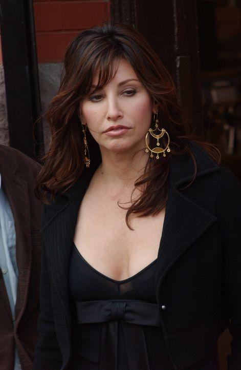 Valerie (Gina Gershon) ist nicht nur schön, sondern auch raffiniert ... - Bildquelle: 2007 Sony Pictures Television Inc. All Rights Reserved