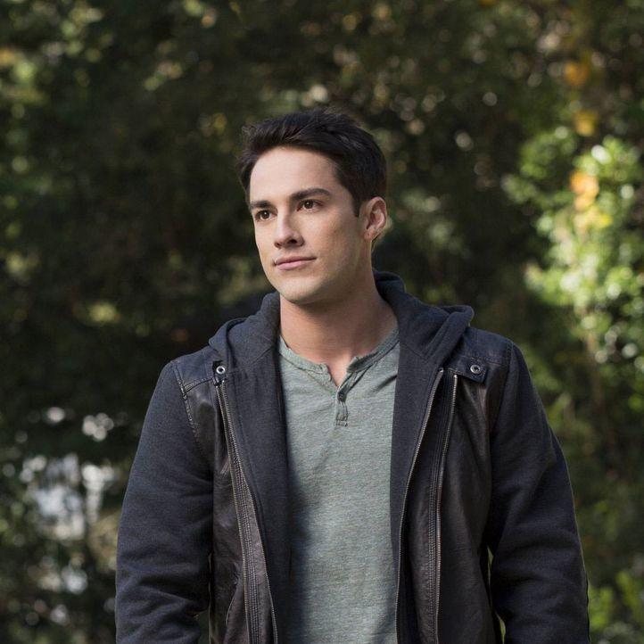 Vampire Diaries Früher und Heute: Tyler Heute - Bildquelle: Warner Bros. Entertainment Inc.