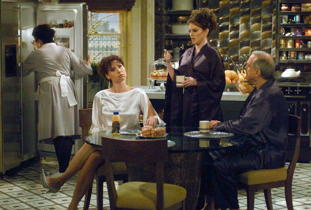 Als Lorraine (Minnie Driver, l.) eines Tages bei Karen (Megan Mullally, M.) und Lyle (John Cleese, r.) vor der Tür steht und ihnen mitteilt, dass si... - Bildquelle: Chris Haston NBC Enterprises International