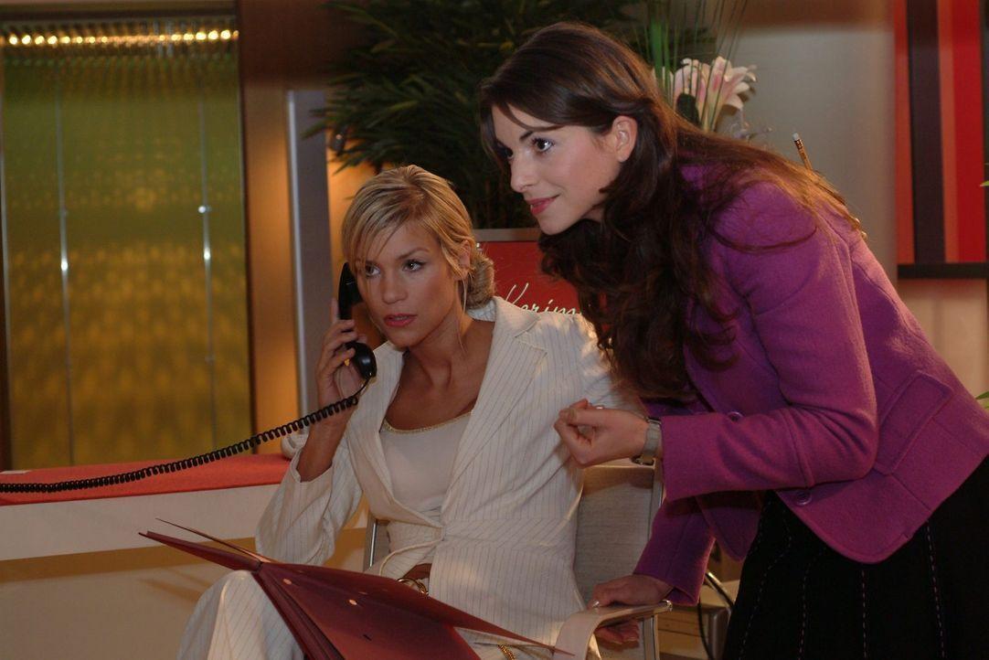 Mariella (Bianca Hein, r.) sucht nach einem Weg, Sabrina (Nina-Friederike Gnädig, l.) als Davids Assistentin durchzusetzen. Nur so glaubt sie, die... - Bildquelle: Sat.1