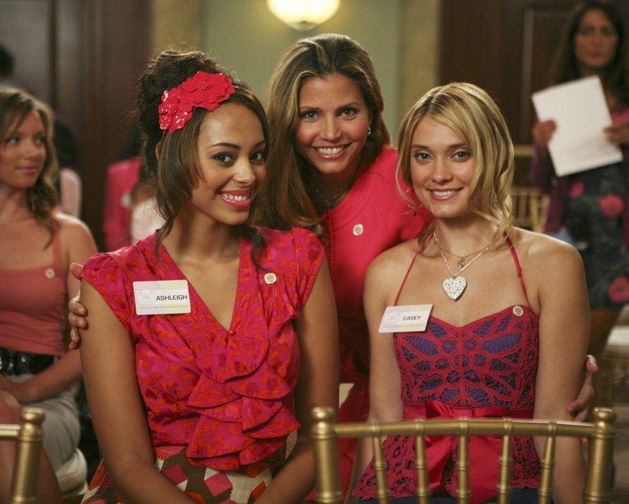 Versuchen auf der Ratsversammlung wichtige Kontakte zu knüpfen: Ashleigh (Amber Stevens, l.), Casey (Spencer Grammer, r.) und Tegan (Charisma Carpen... - Bildquelle: 2008 ABC Family