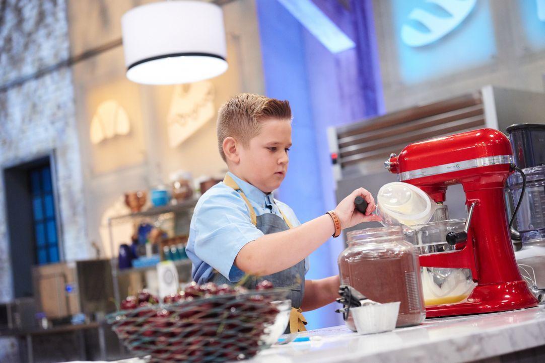 Der kleine Bäcker Cody gibt sein Bestes, um eine süße Nachspeise herzustellen, die jedoch aussieht wie ein Taco, aber trotzdem der Jury mundet ... - Bildquelle: Eddy Chen 2014, Television Food Network, G.P. All Rights Reserved
