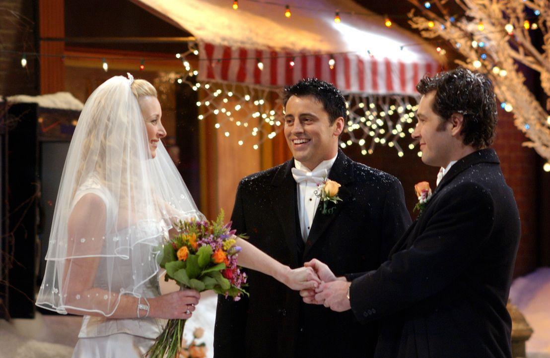 Die Trauung von Phoebe (Lisa Kudrow, l.) und Mike (Paul Rudd, r.) droht wegen eines Schneesturms auszufallen, doch als Rachel eine Idee entwickelt,... - Bildquelle: 2003 Warner Brothers International Television