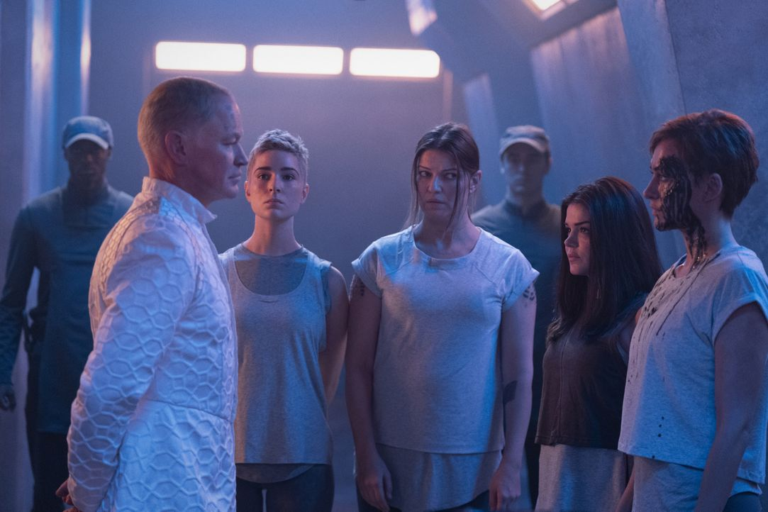 (v.l.n.r.) Anders (Neal McDonough); Hope Diyoza (Shelby Flannery); Charmaine Diyoza (Ivana Milicevic); Octavia Blake (Marie Avgeropoulos); Echo (Tas... - Bildquelle: 2020 Warner Bros. Entertainment Inc. All rights reserved.