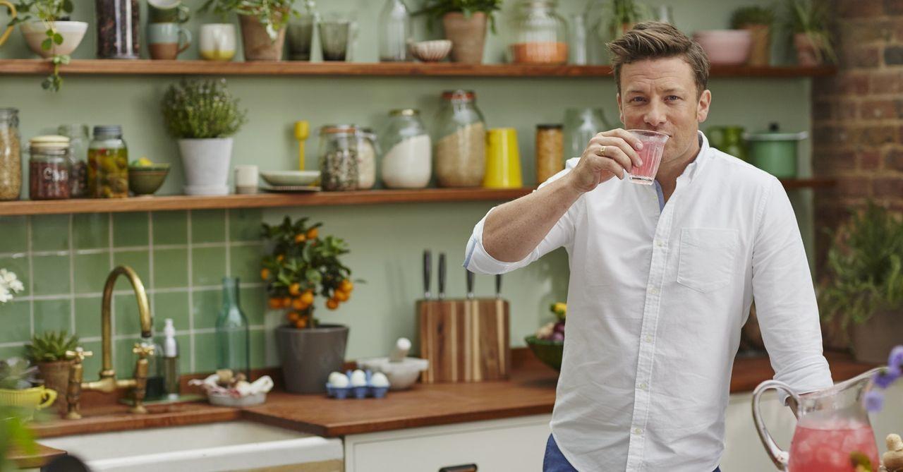 Jamie Oliver bereist die Orte mit der gesündesten Ernährungsweise - von Griechenland über Costa Rica nach Japan ... - Bildquelle: Matt Russell 2015 Jamie Oliver Enterprises Limited