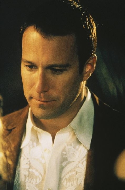 Bei einem zwanglosen Abendessen mit Steve, Miranda und Aidan (John Corbett) glaubt Carrie, eindeutige Signale von ihm zu empfangen ... - Bildquelle: Paramount Pictures