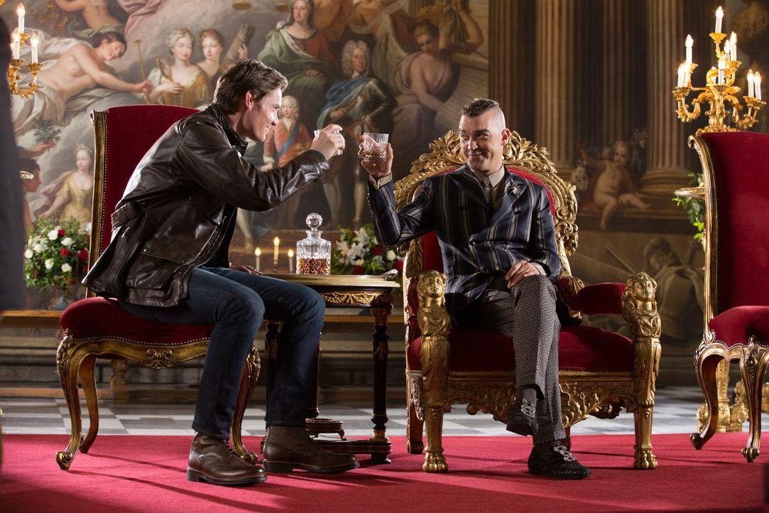Während Helena möchte, dass Robert (Max Brown, l.) der neue König wird, wird Cyrus (Jake Maskall, r.) alles tun, um dies zu verhindern ... - Bildquelle: Matt Frost 2016 E! Entertainment Television, LLC / Matt Frost