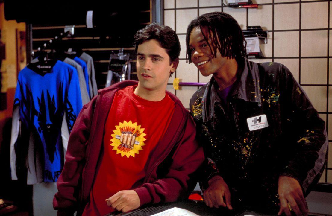 Noch haben Zak (Jesse Bradford, l.) und sein bester Freund Meeker (Garikayi Mutambirwa, r.) einen Heidenspaß mit der Uhr, die die Zeit stillstehen... - Bildquelle: TM &   2001-2006 BY PARAMOUNT. ALL RIGHTS RESERVED